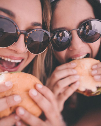 Je príčinou akné nezdravá strava?