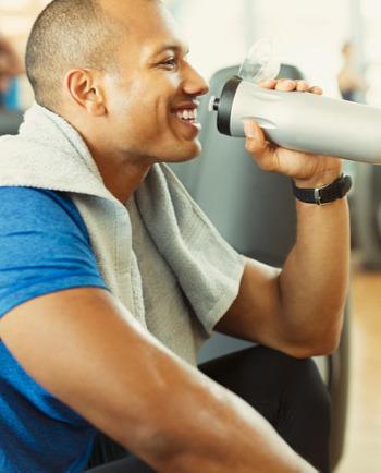 Zachovajte pokoj! 3 momenty, kedy muži potrebujú hydratačný prípravok na pleť