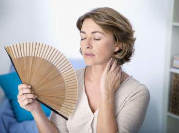Čo presne sú návaly tepla počas menopauzy a ako si s nimi poradiť?