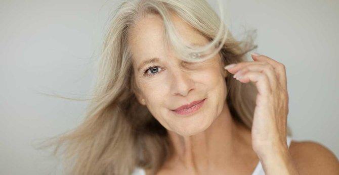 Návaly tepla v menopauze: príčiny, symptómy a ako sa s nimi vyrovnať