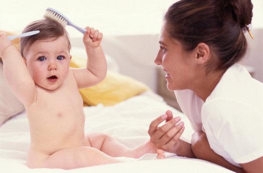 Ako zvládnuť vypadávanie vlasov po pôrode