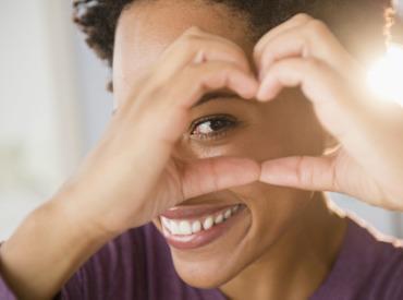 Vyskúšali ste už masáž tváre proti napuchnutým a unaveným očiam?